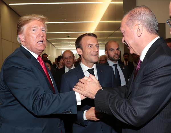 NATO zirvesinde Erdoğan, Trump ve Macron'dan samimi sohbet
