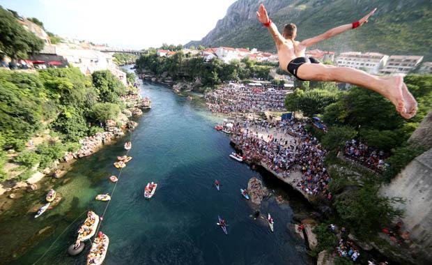 Mostar'dan 452. kez atladılar