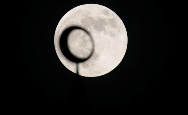 Yüzyılın en uzun kanlı ay tutulmasından görüntüler