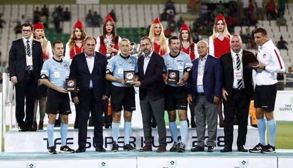 Akhisarspor, Süper Kupa'yı törenle aldı!