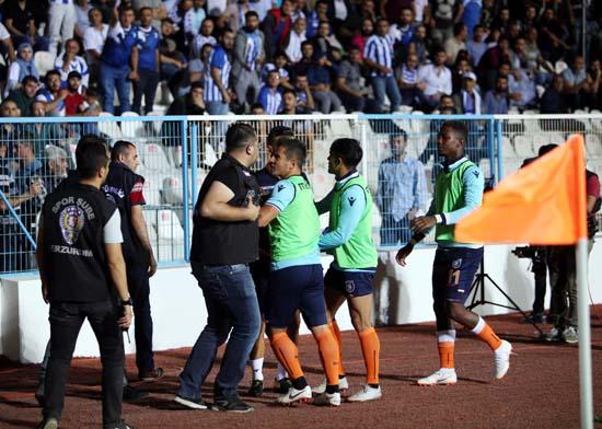 Erzurum'da olay var! Emre Belözoğlu çıldırdı...