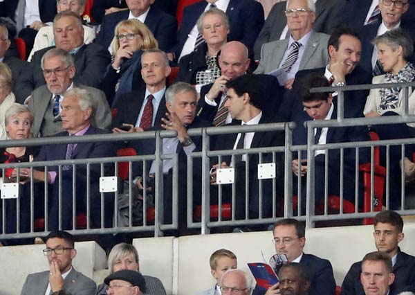 Mourinho şok etti! Yerde...