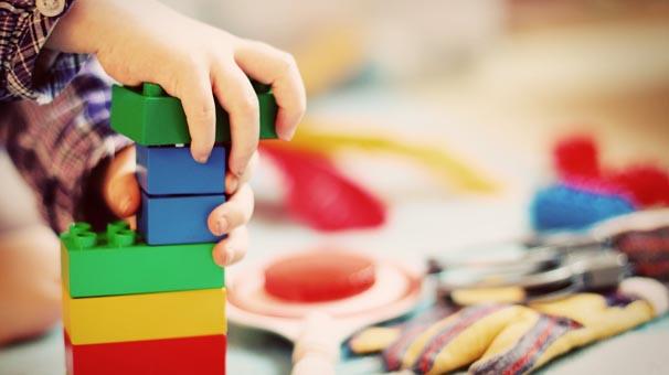 Çocukların eğitimi için doğru oyuncak nasıl seçilir?