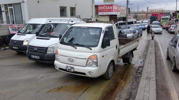 İzmit'te kaza üstüne kaza oldu! Sürücüler ne yapacağını şaşırdı...