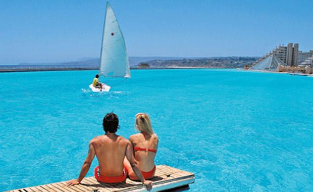 Dünyanın en büyük havuzu San Alfonso del Mar