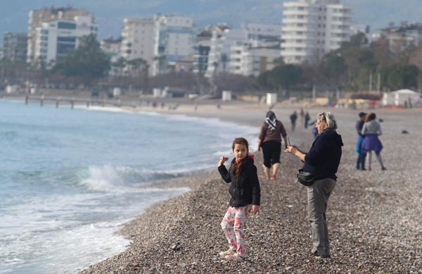 """Kışın ortasında deniz keyfi: """"Girmezsem hasta olurum"""""""