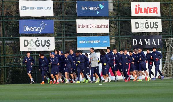 Fenerbahçe idmanında dikkat çeken görüntü!