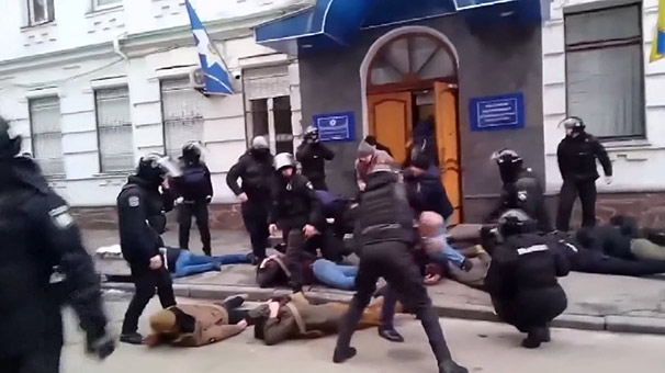 Ülke şokta: Polis karakolunu bastılar! Özel harekâtçılar devrede…