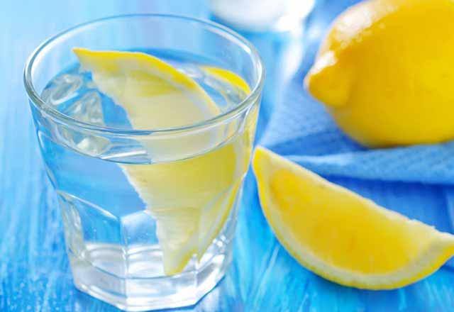 1 ay boyunca limonlu su içerseniz ne olur?