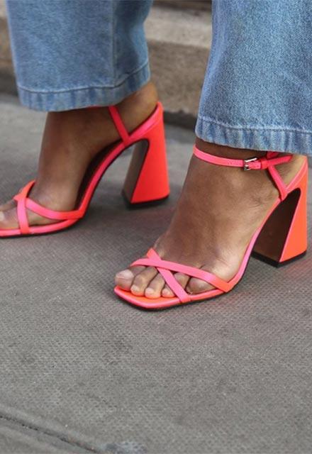 Bütün yaz her yerde göreceğimiz 10 sandalet trendi