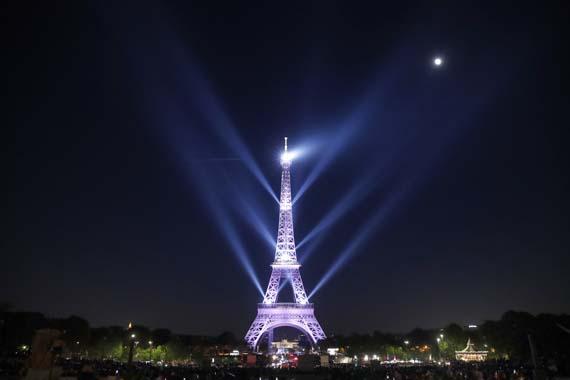Eiffel 130. yılını kutluyor