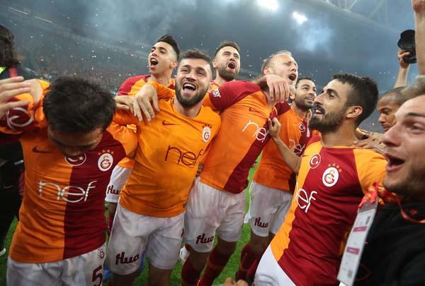 Spor yazarları G.Saray-Başakşehir maçını değerlendirdi!