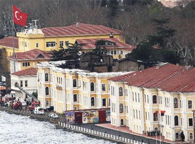 Galatasaray universitesi yangin fotograflari 47