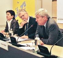 Prof. Pamuk: AB orta sınıf laikleri kazanmalı