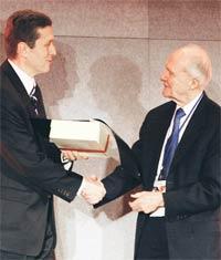 Akbank 'Ticari Liderlik  Ödülü'nün sahibi oldu