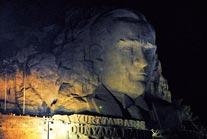 Dev Atatürk Maskı'na lazer gösterili açılış