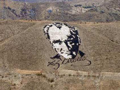 Uzaydan bile görülen tek Türk: Atatürk