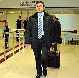 http://i.milliyet.com.tr/HaberAnaResmi/2010/01/09/aykut-kocaman-in-sir-seyahati--480519.Jpeg
