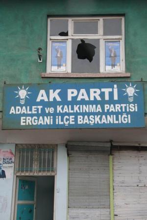 AKP binasına molotof kokteyli