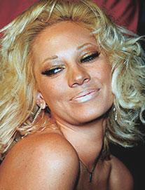 Yunanistan üçüncü güzelinin pornosu 100 bin adet sattı