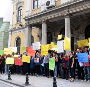 Atanamayan öğretmen adayları İl Milli Eğitim'e yürüdü