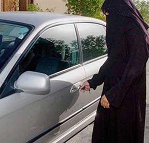 Suudi kadınlar direksiyonu bırakmıyor!