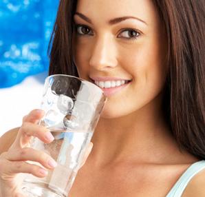 Su ağız kokusunu önlüyor