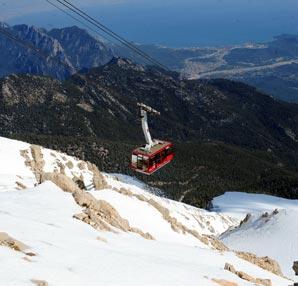 Antalya'da aynı anda yaz ve kış keyfi