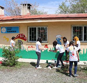 Üniversiteli gönüllüler yardım için yollarda