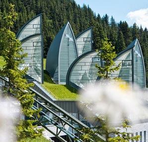 Uzay çağı mimarisi ile inşa edilmiş oteller