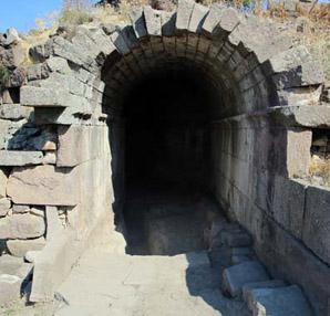Aigai antik kentinde kazılar devam ediyor