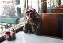 Omar Souleyman Suriye halk müziğini dinleyicilerle buluşturuyor