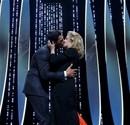 Cannes Film Festivali'nin açılış törenine damga vuran yakınlaşma..