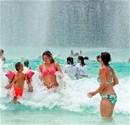 Turistler en büyük eğlence parkında eğlendiler