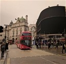 Piccadilly Circus meydanı karanlığa büründü