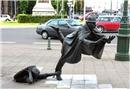 Yer çekimine meydan okuyan heykeller