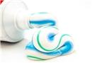 Bol su ile ağız çalkalamak dişleri beyazlatır mı?