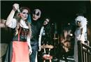 Chalet'de heyecan verici Halloween partisi