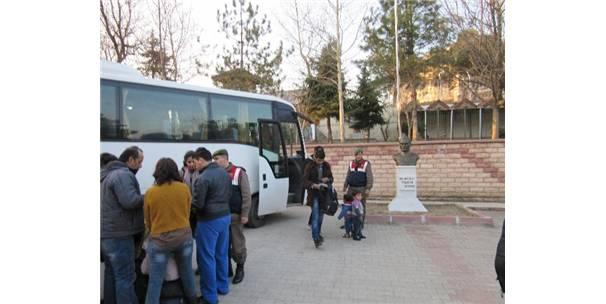 EDİRNE'DE 124 KAÇAK GÖÇMEN YAKALANDI