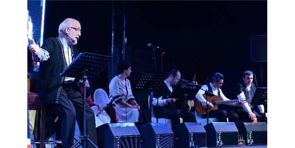 EMİN OLCAY'DAN 'NEFESİNLE NEFSİN DOYDU MU' GÖSTERİSİ