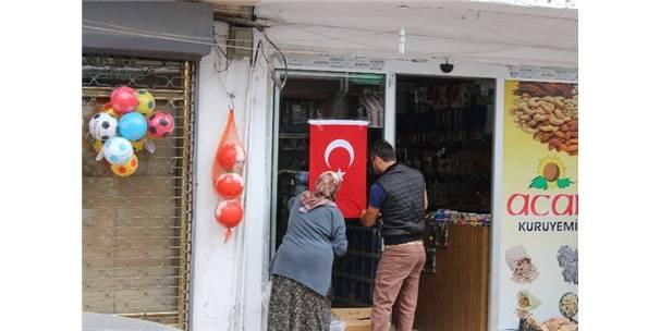 ŞEHİT POLİSİN MEMLEKETİ BAYRAKLARLA DONATILDI
