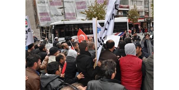 Demir Aşkı Ile Ailesi Arasında: Sivas Demir-Çelik Işçileri Ile Polis Arasında Arbede