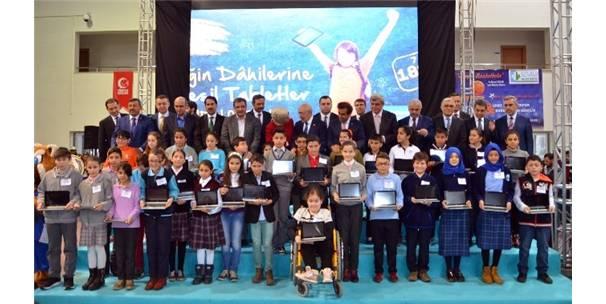 KOCAELİ'DE 27 BİN 180 ÖĞRENCİ DAHA TABLETLERİNE KAVUŞTU