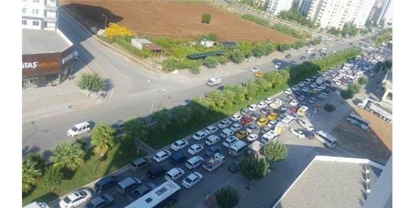 Eğitim trafiği Adana'da İstanbul trafiğini yaşattı-Adana Haberleri
