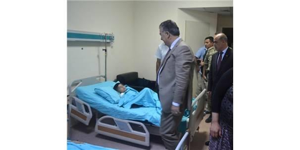 Osmaniye Valisi Al, Havanlı Saldırıda Yaralanan Anne İle Oğlunu Ziyaret Etti