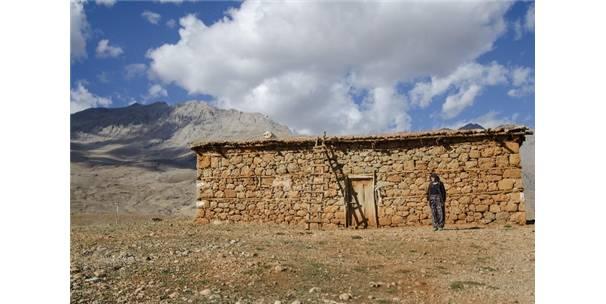 Ovacık'ın Toprak Evleri Azalmaya Başladı