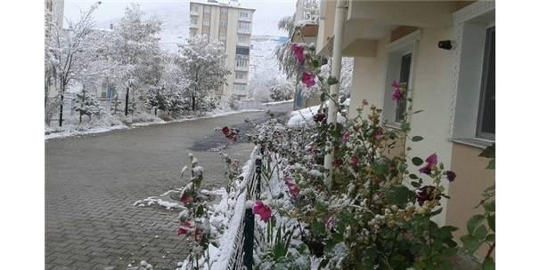 Bayburt'ta Mevsimin İl Karı Yağdı