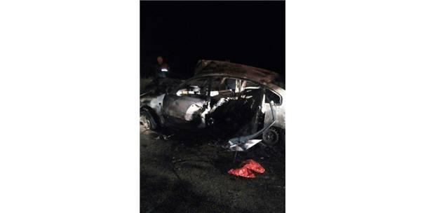 Kaza Yapan Otomobilin Sürücüsü Yanarak Öldü