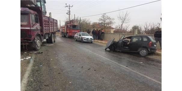 Aksaray'da Kamyon İle Otomobil Çarpıştı: 1 Ölü, 1 Yaralı