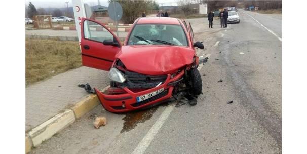 Kastamonu'da Otomobiller Çarpıştı: 5 Yaralı